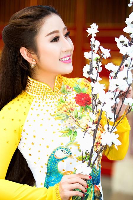 MC Kim Trang rạng ngời lên chùa cầu… duyên ảnh 5