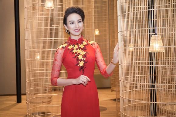 Hoa hậu Ngọc Diễm khoe dáng ngọc cùng sắc đỏ ảnh 3