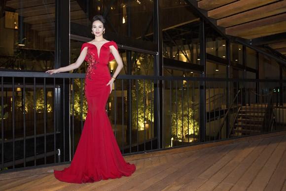 Hoa hậu Ngọc Diễm khoe dáng ngọc cùng sắc đỏ ảnh 8