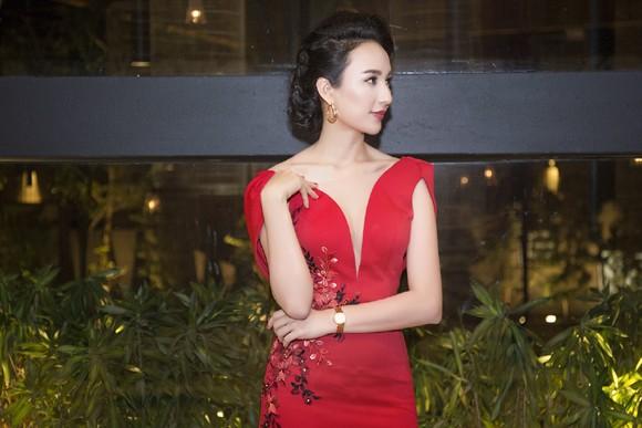 Hoa hậu Ngọc Diễm khoe dáng ngọc cùng sắc đỏ ảnh 5