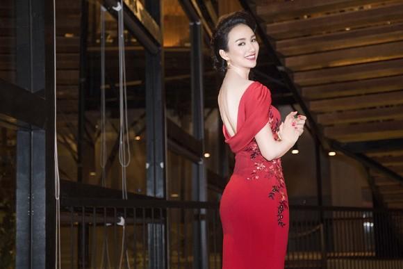 Hoa hậu Ngọc Diễm khoe dáng ngọc cùng sắc đỏ ảnh 7