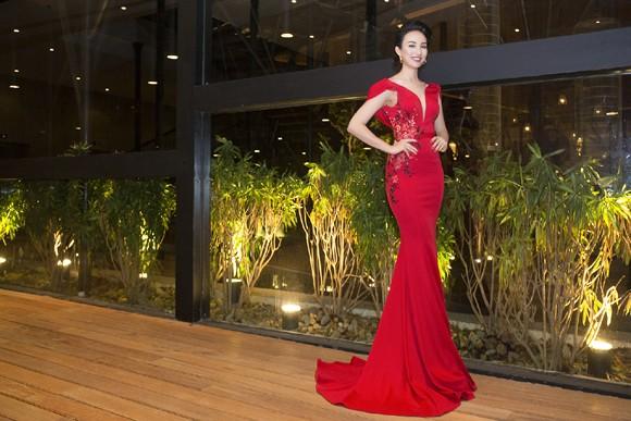 Hoa hậu Ngọc Diễm khoe dáng ngọc cùng sắc đỏ ảnh 4
