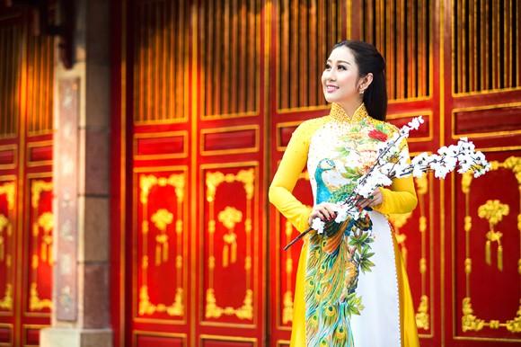 MC Kim Trang rạng ngời lên chùa cầu… duyên ảnh 3