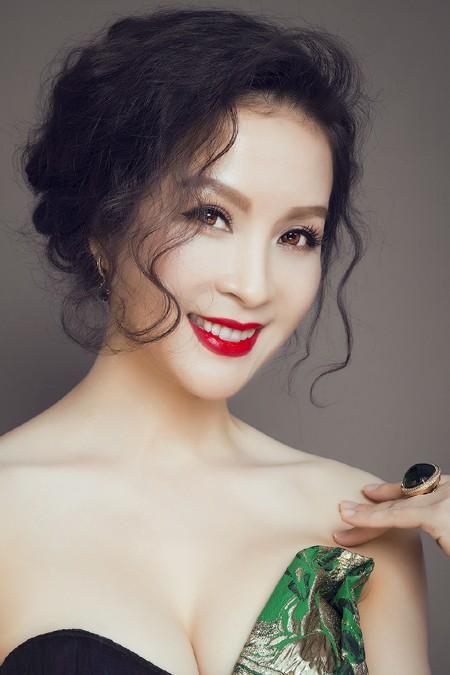 MC Thanh Mai phô diễn đường cong với đầm dạ hội ảnh 4