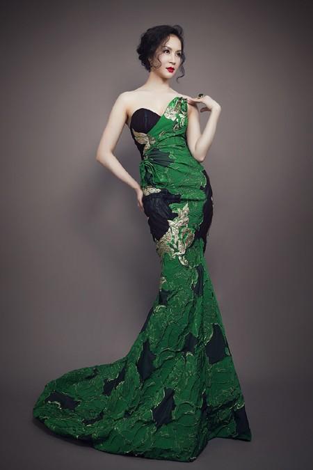 MC Thanh Mai phô diễn đường cong với đầm dạ hội ảnh 1