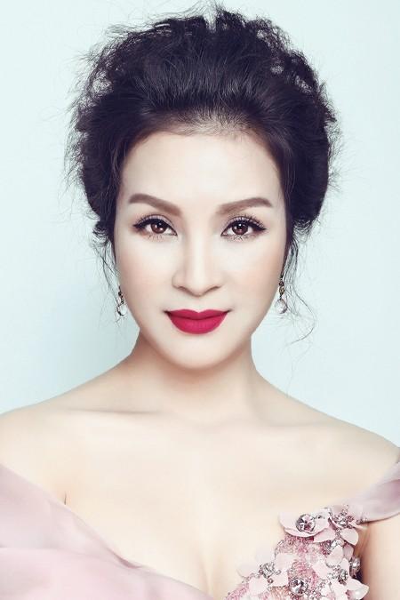 MC Thanh Mai phô diễn đường cong với đầm dạ hội ảnh 8