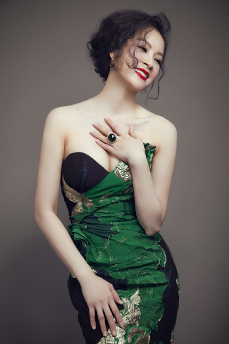 MC Thanh Mai phô diễn đường cong với đầm dạ hội ảnh 2