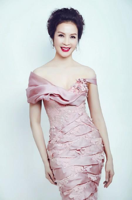 MC Thanh Mai phô diễn đường cong với đầm dạ hội ảnh 5