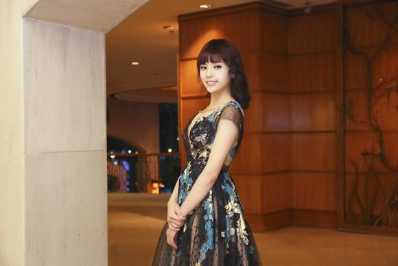 Hoa hậu Kỳ Duyên lộng lẫy với mái tóc mới ảnh 1