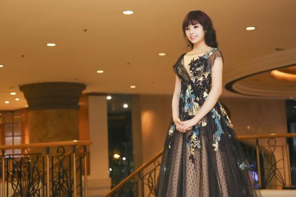 Hoa hậu Kỳ Duyên lộng lẫy với mái tóc mới ảnh 3