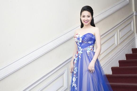 """Lê Khánh """"tái xuất"""" rạng ngời sau đám cưới ảnh 7"""