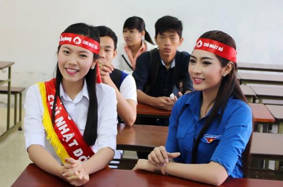 """Hoa hậu Đặng Thu Thảo hiến máu hưởng ứng """"Ngày Chủ nhật Đỏ"""" ảnh 2"""