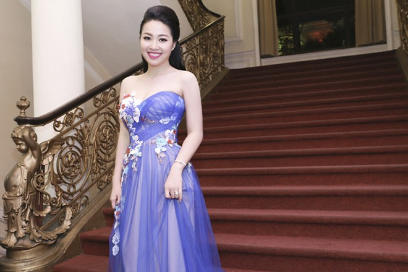 """Lê Khánh """"tái xuất"""" rạng ngời sau đám cưới ảnh 4"""