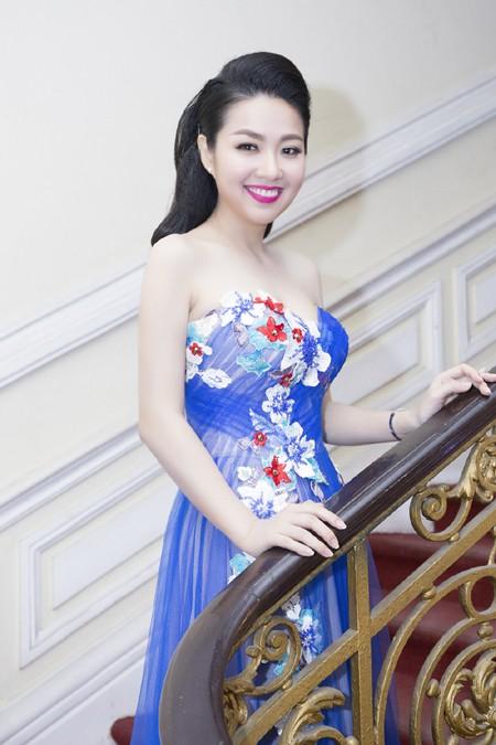 """Lê Khánh """"tái xuất"""" rạng ngời sau đám cưới ảnh 5"""