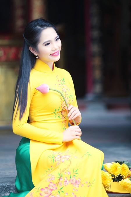Nữ hoàng Du lịch Dương Kim Ánh rạng ngời đi lễ chùa ảnh 5