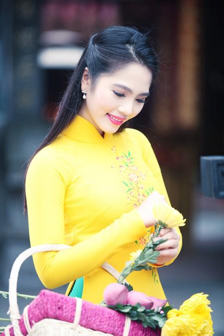 Nữ hoàng Du lịch Dương Kim Ánh rạng ngời đi lễ chùa ảnh 2