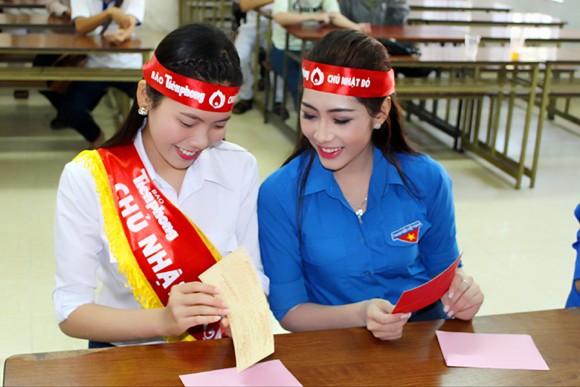 """Hoa hậu Đặng Thu Thảo hiến máu hưởng ứng """"Ngày Chủ nhật Đỏ"""" ảnh 4"""