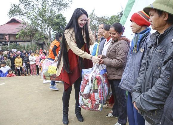 Hoa hậu Ngọc Anh mang đông ấm về xứ Thanh ảnh 7