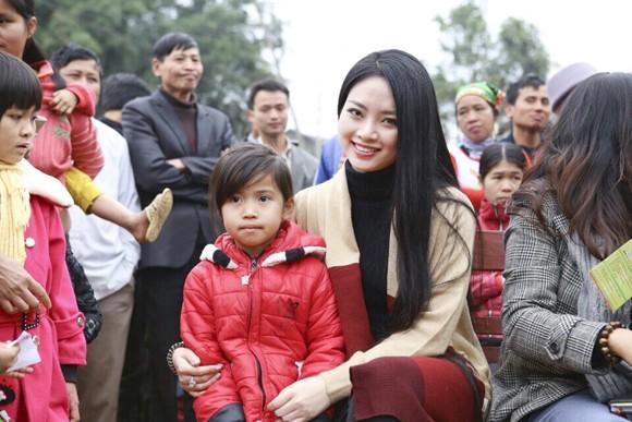 Hoa hậu Ngọc Anh mang đông ấm về xứ Thanh ảnh 5