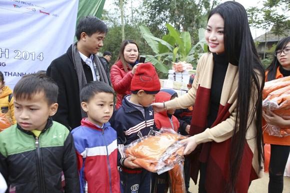 Hoa hậu Ngọc Anh mang đông ấm về xứ Thanh ảnh 3