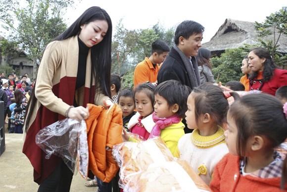 Hoa hậu Ngọc Anh mang đông ấm về xứ Thanh ảnh 1