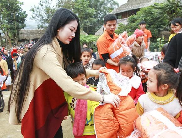 Hoa hậu Ngọc Anh mang đông ấm về xứ Thanh ảnh 2