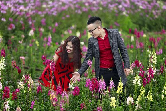 Cặp quán quân Hà Duy - Hoàng Yến lãng mạn giữa vườn hoa xuân ảnh 6