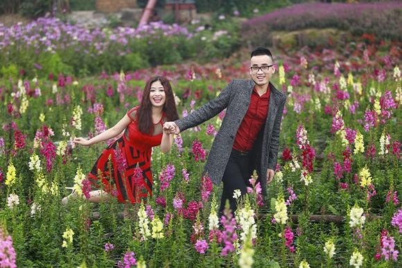 Cặp quán quân Hà Duy - Hoàng Yến lãng mạn giữa vườn hoa xuân ảnh 8