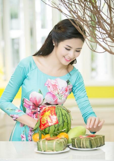 """Hoa hậu Ngọc Hân """"lặn lội"""" mang đào vào Nam ảnh 1"""