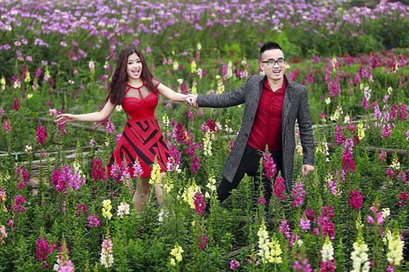 Cặp quán quân Hà Duy - Hoàng Yến lãng mạn giữa vườn hoa xuân ảnh 7