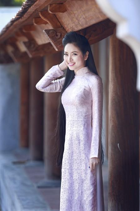 Hoa hậu Ngọc Anh rạng ngời giữa chốn thiền môn ảnh 6