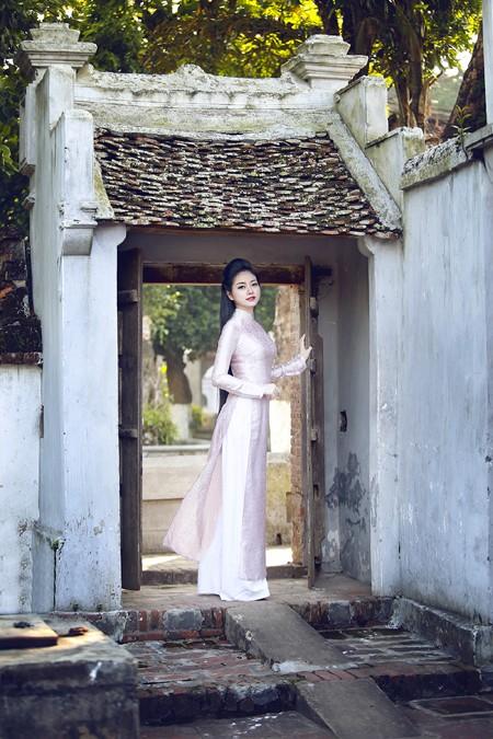 Hoa hậu Ngọc Anh rạng ngời giữa chốn thiền môn ảnh 7
