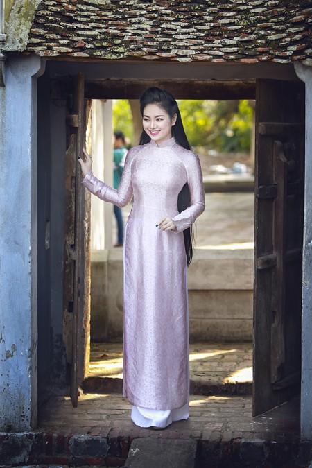 Hoa hậu Ngọc Anh rạng ngời giữa chốn thiền môn ảnh 8