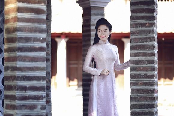 Hoa hậu Ngọc Anh rạng ngời giữa chốn thiền môn ảnh 4