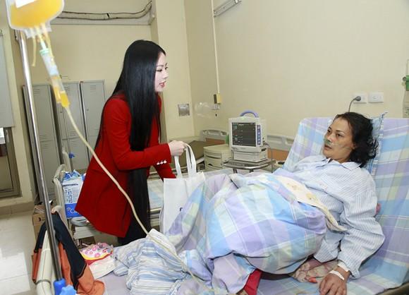 Hoa hậu Ngọc Anh mang Tết đến với bệnh nhân Viện huyết học ảnh 6