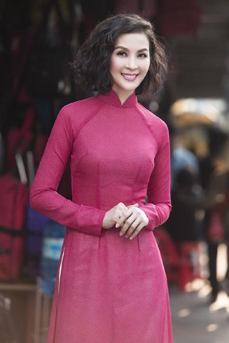"""MC Thanh Mai diện áo dài đi """"sắm"""" Tết ảnh 5"""