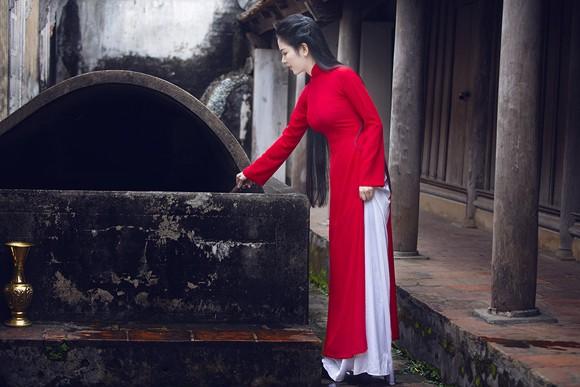 Hoa hậu Ngọc Anh thành kính đi lễ chùa ảnh 8