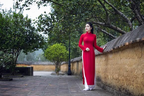 Hoa hậu Ngọc Anh thành kính đi lễ chùa ảnh 4