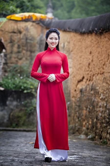 Hoa hậu Ngọc Anh thành kính đi lễ chùa ảnh 6