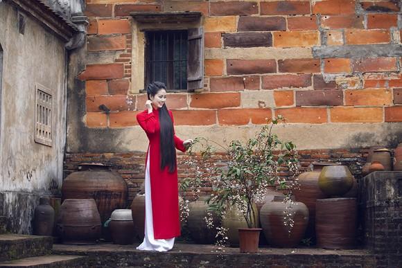 Hoa hậu Ngọc Anh thành kính đi lễ chùa ảnh 9