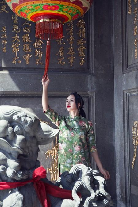 Hoa hậu Ngọc Diễm diện style ấn tượng dạo phố đầu năm mới ảnh 5