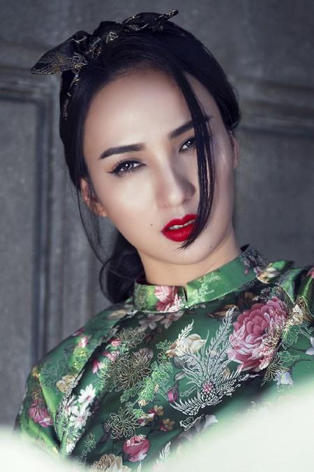 Hoa hậu Ngọc Diễm diện style ấn tượng dạo phố đầu năm mới ảnh 6