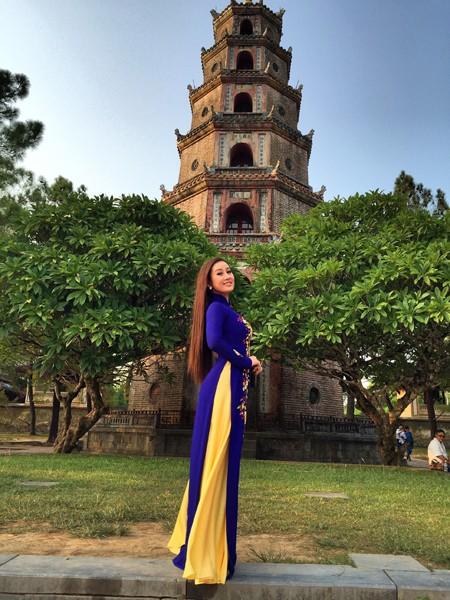 MC Kim Trang khoe vẻ đẹp dịu dàng ở cố đô Huế ảnh 5