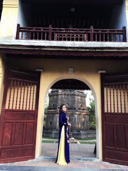 MC Kim Trang khoe vẻ đẹp dịu dàng ở cố đô Huế ảnh 6