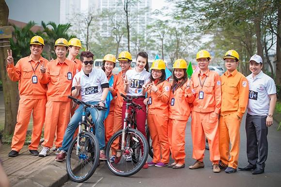 Á hậu Thụy Vân đạp xe kêu gọi tiết kiệm điện ảnh 8
