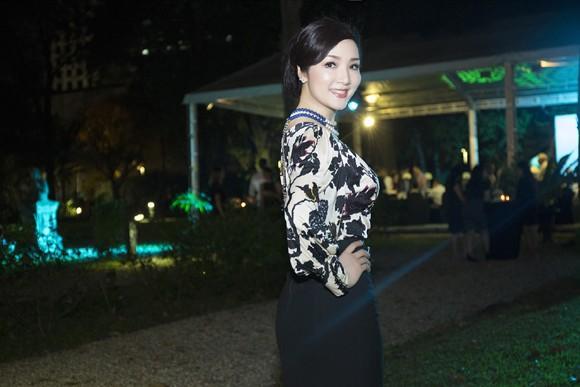 Hoa hậu Giáng My sang trọng dự tiệc mời của Lãnh sự quán Pháp ảnh 1