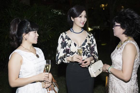 Hoa hậu Giáng My sang trọng dự tiệc mời của Lãnh sự quán Pháp ảnh 4