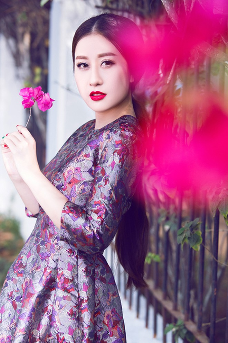 """MC Kim Trang """"đọ"""" vẻ đẹp mong manh cùng hoa giấy ảnh 6"""