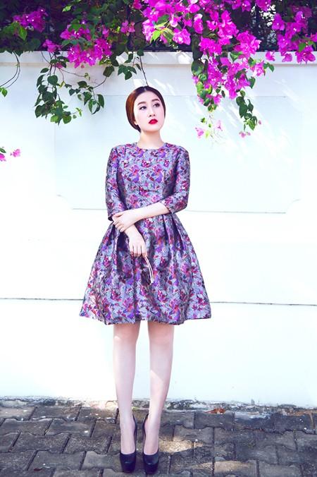 """MC Kim Trang """"đọ"""" vẻ đẹp mong manh cùng hoa giấy ảnh 1"""