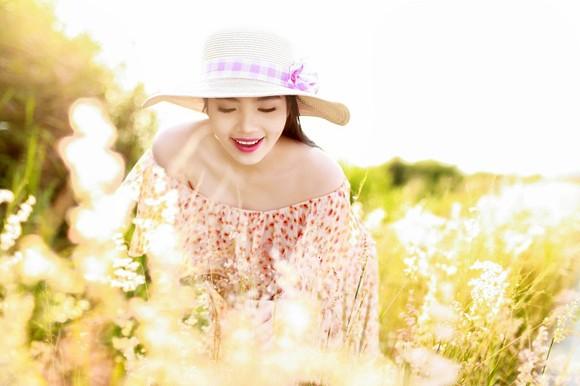 Dương Kim Ánh khoe nhan sắc ngọt ngào trên đồng cỏ ảnh 8